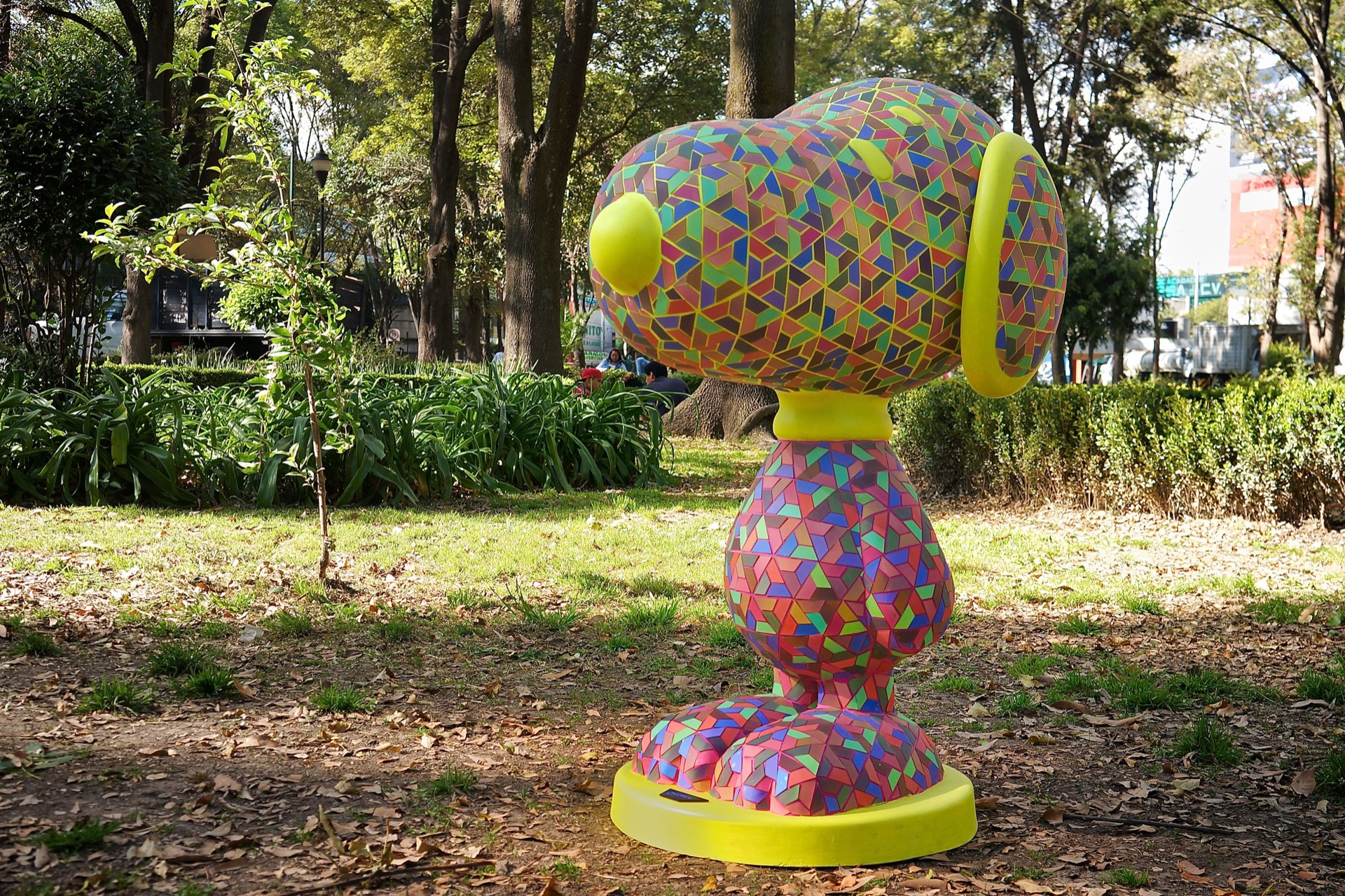 Mosaico Lenticular Las piezas cambian de color cuando caminas a su alrededor.